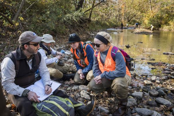Students learn about wood turtle sampling and conservation biology with Smithsonian-Mason School of Conservation faculty.