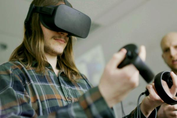 A MEGL student uses a VR headset